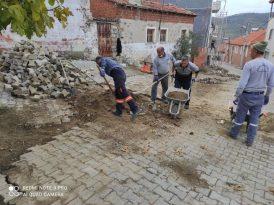 Burhaniye'de kırsal mahallede sokaklar yenileniyor