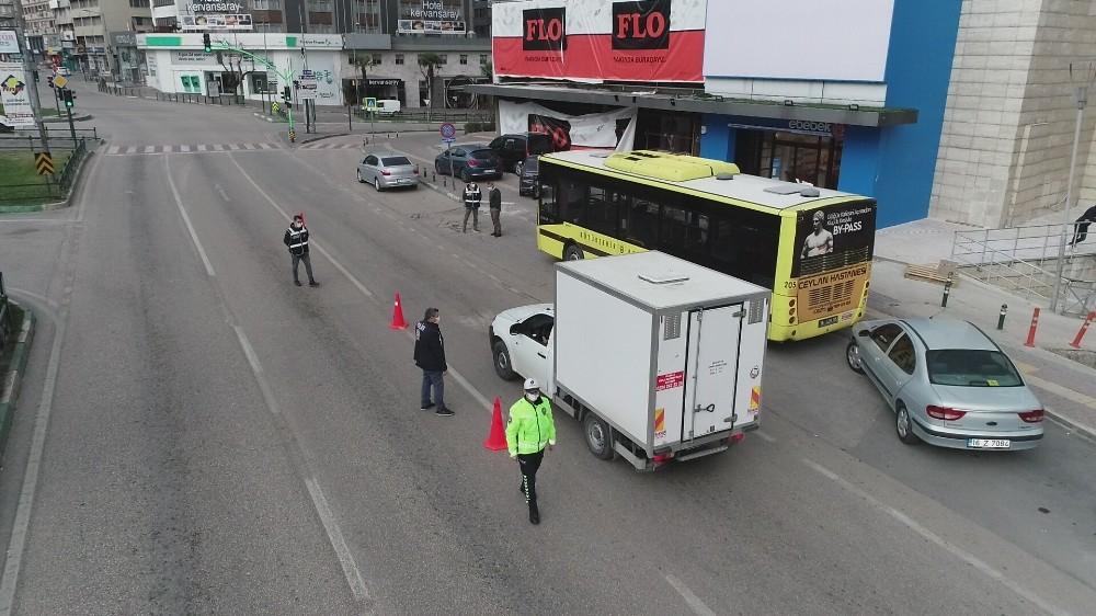 Bursa'da sokak kısıtlamasında cadde ve meydanlar boş kaldı