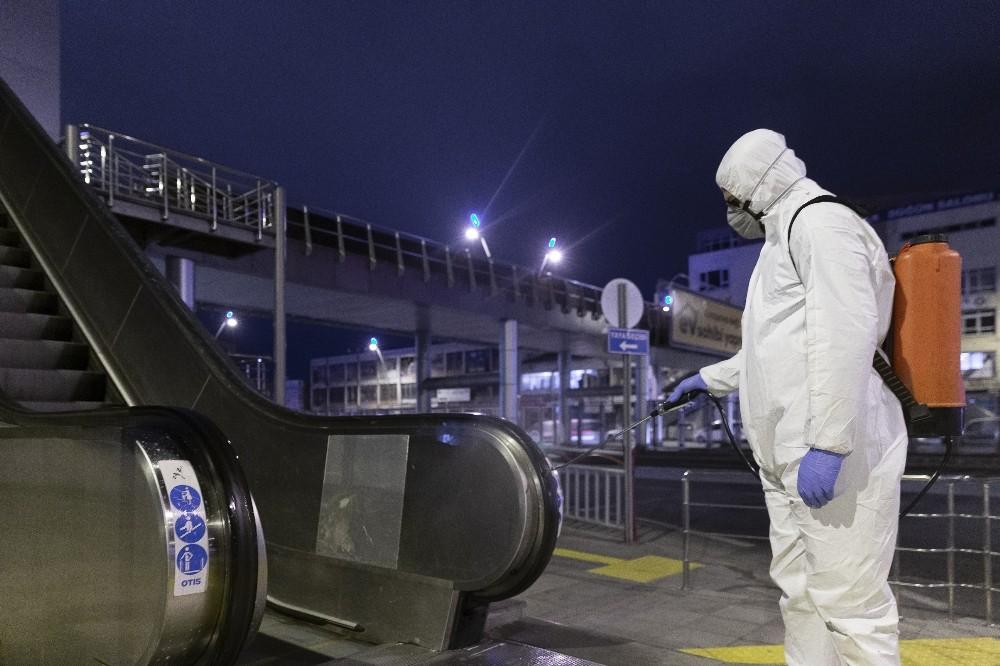 Büyükşehir, 2.5 milyon maske dağıttı, 80 bin litre dezenfektan ile şehri dezenfekte etti
