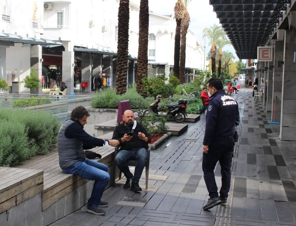 Antalya Zzabıtasından Kemer'de Denetim