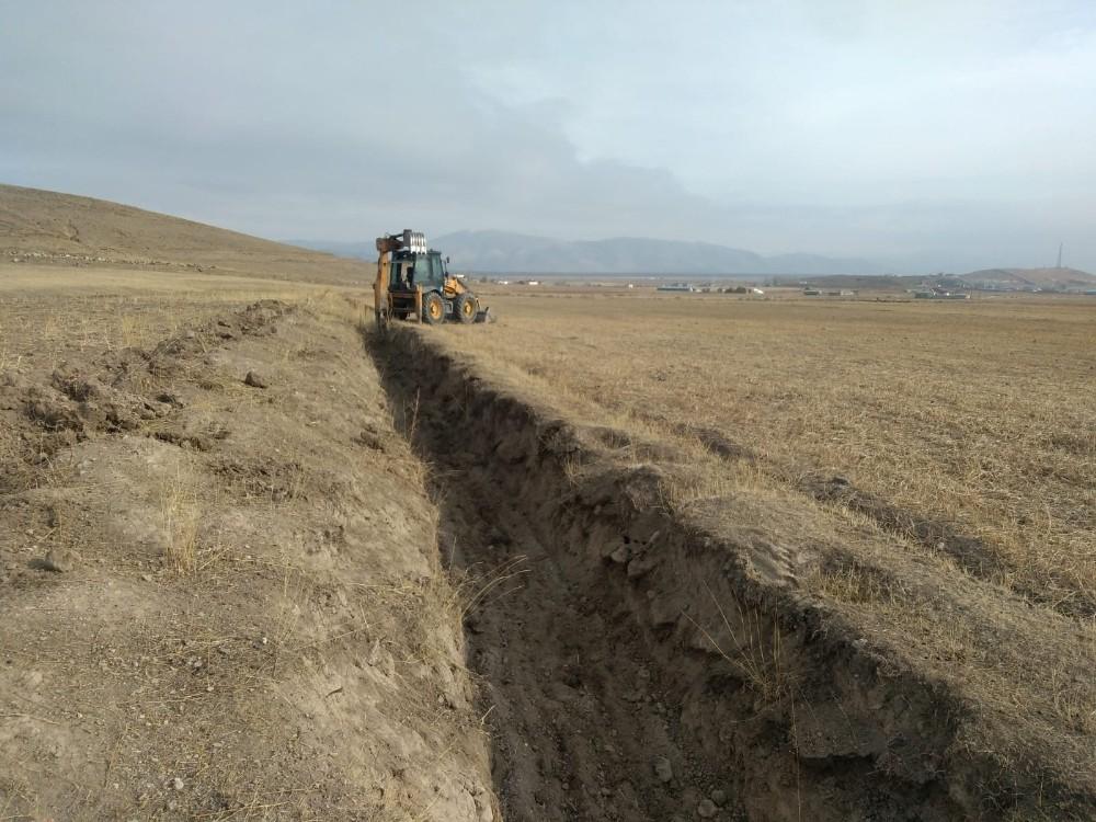Çaldıran Belediyesinden sulama kanalı yapımı