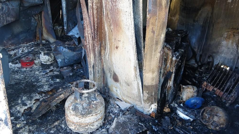 Çanakkale'de konteyner ev yangını: 1 ölü