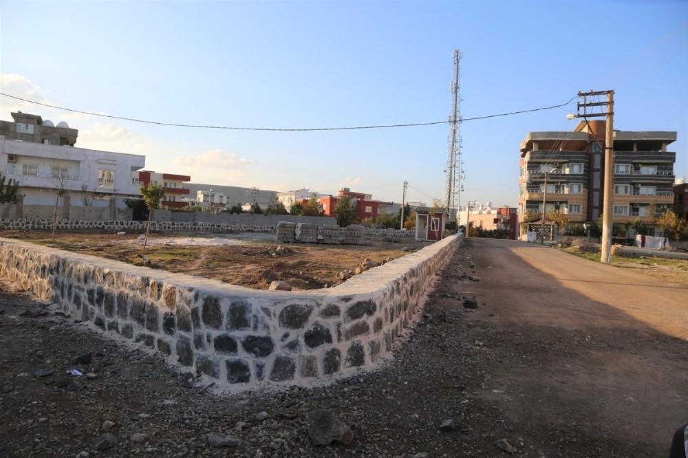 Cizre Belediyesi Sur Mahallesi Şahin Tepe'de yeni bir park inşa ediyor