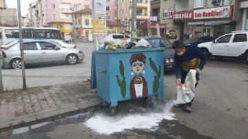 Çöp konteynerleri virüs tehlikesine karşı ilaçlanıyor