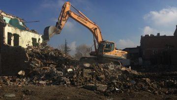 Çorum'da Belediye, Devanede kamulaştırdığı binaları yıkıyor