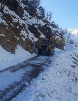 Diyarbakır Büyükşehir Belediyesi kardan kapanan yolları ulaşıma açtı