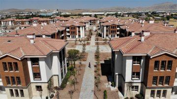 Elazığ'da 250 depremzede daha çekilen kura ile yeni konutlarına kavuştu