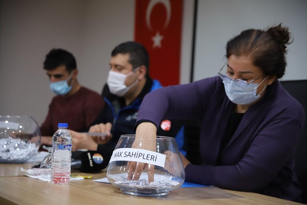 Elazığ'da 341 Depremzede Çekilen Kurayla Evlerine Kavuştu