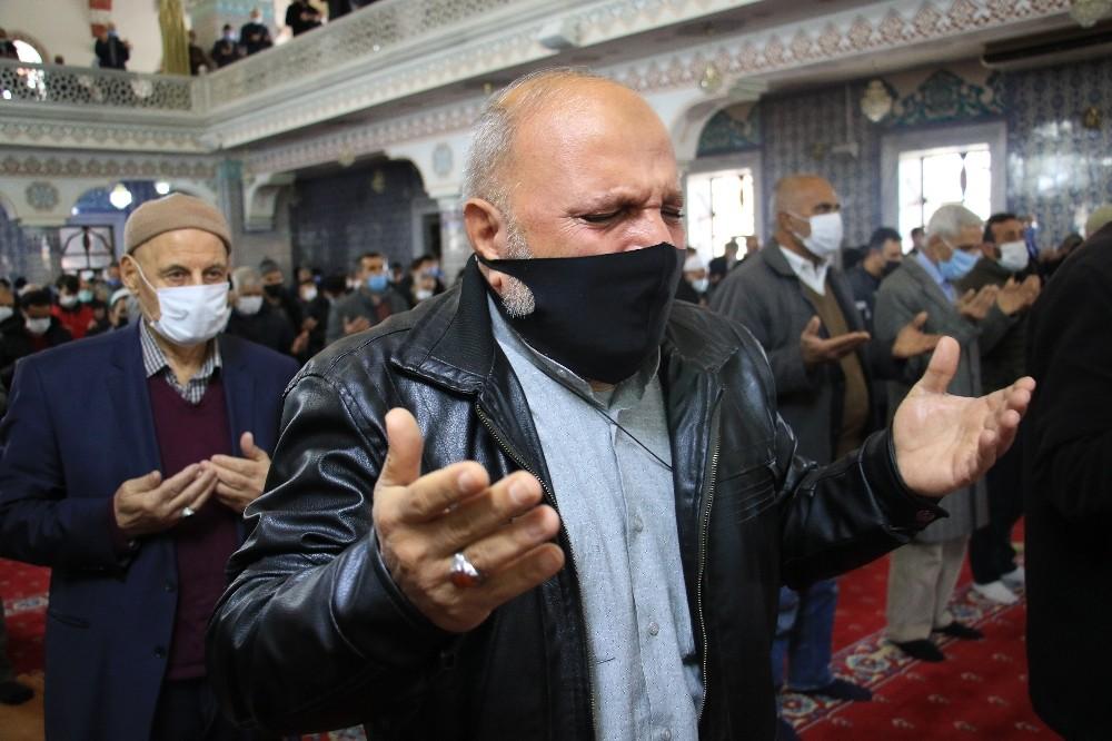 Elazığ'da eller semaya açıldı, 'yağmur' duası edildi