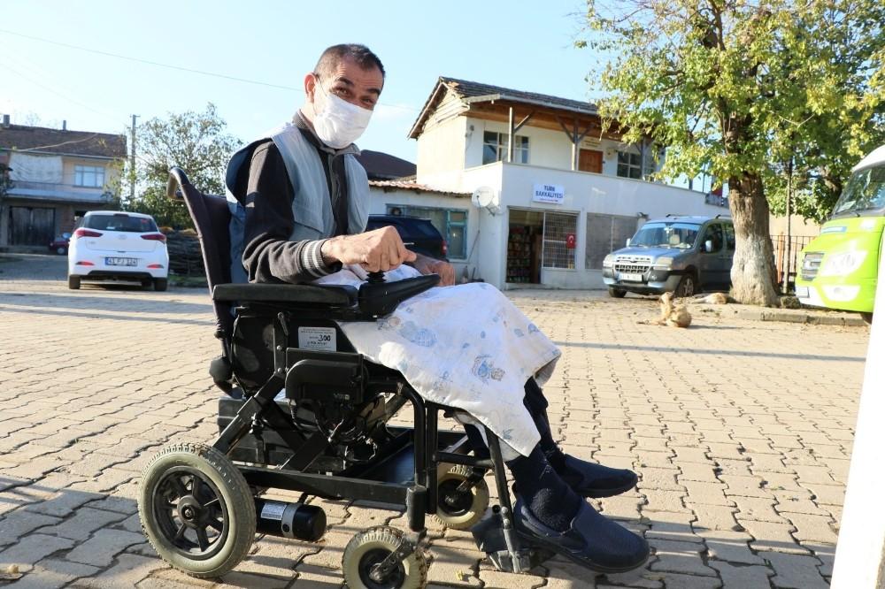 Engellilerin arızalanan akülü sandalyelerini Büyükşehir tamir ediyor