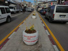 Erciş Belediyesinden caddelerde dekoratif çalışmalar