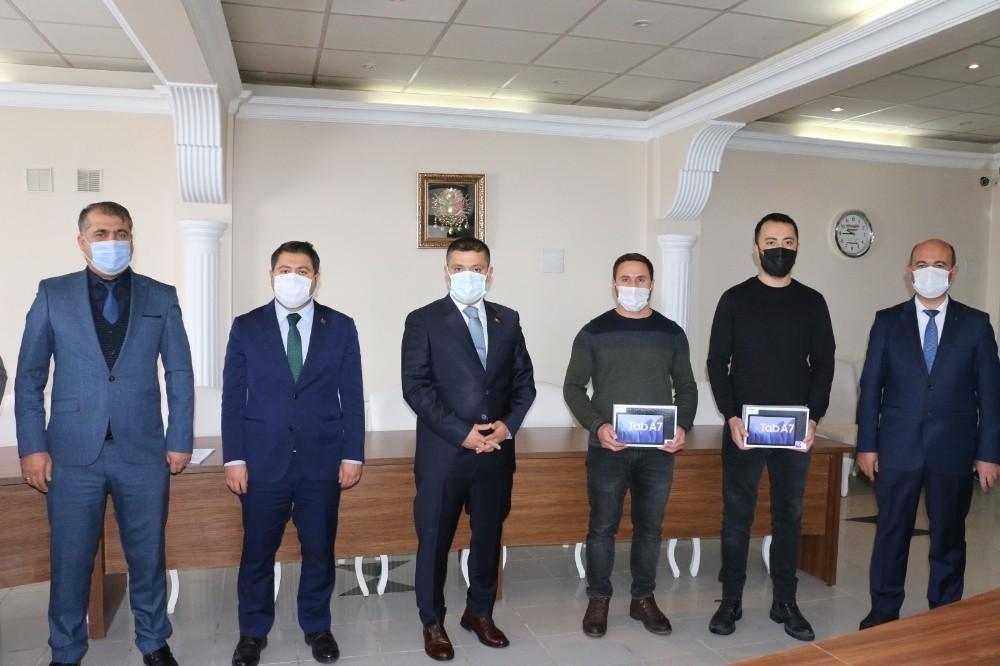 Erciş'te 586 öğrenciye tablet desteği