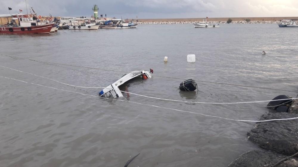 Erdemli'deki Fırtına Tekneleri Batırdı