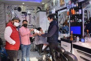 Ergani Belediyesinden Kuaförlere Maske ve Dezenfektan Desteği