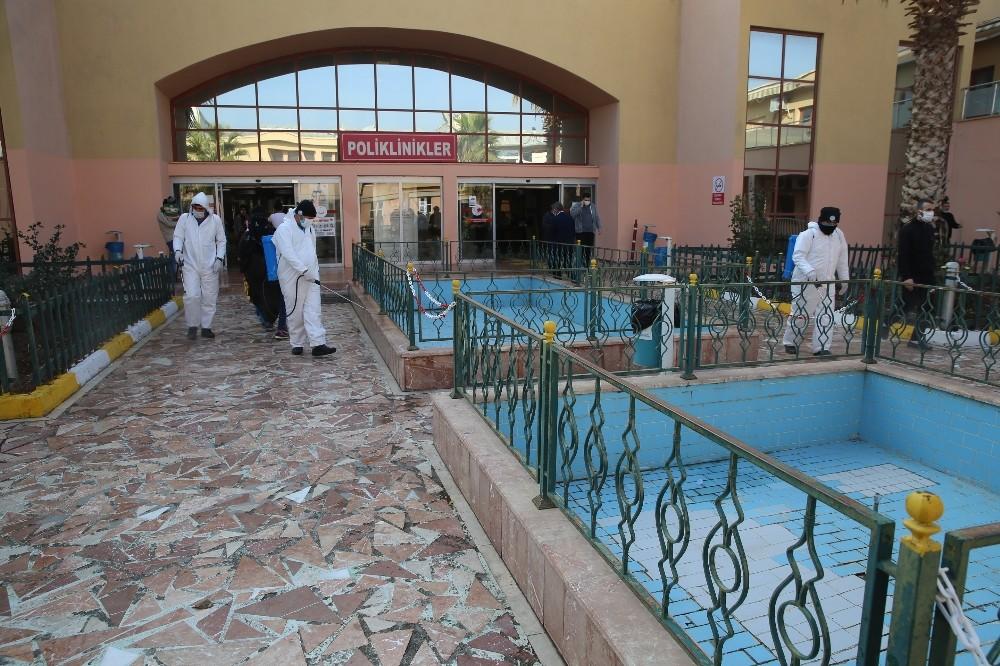 Hastanelerde dezenfekte çalışmaları devam ediyor