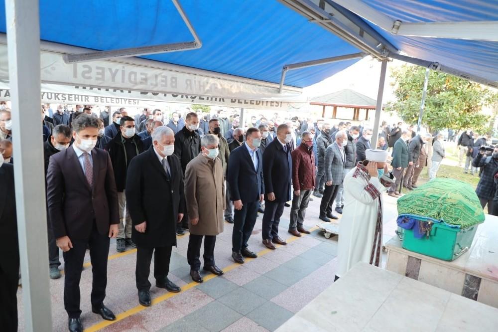 Hatay Büyükşehir Belediye Başkanı Savaş'ın Annesi toprağa verildi