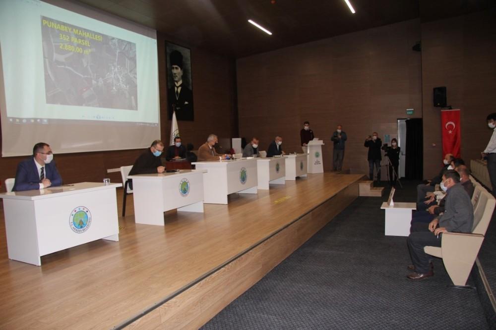 Hendek'te 13 Tarla Açık Arttırma Usulü Satışa Sunuldu