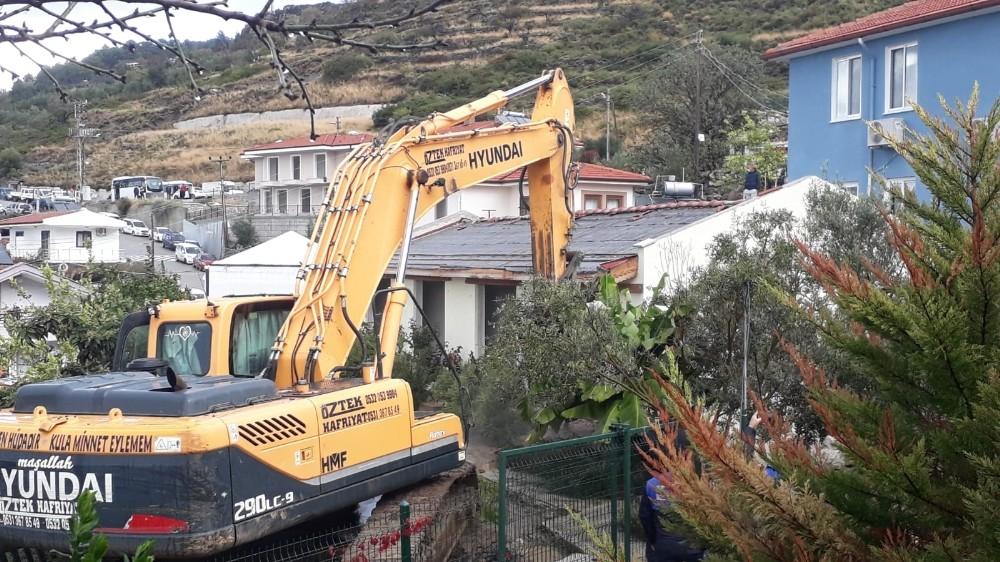 İmara aykırı yapılar yıkılmaya devam ediyor