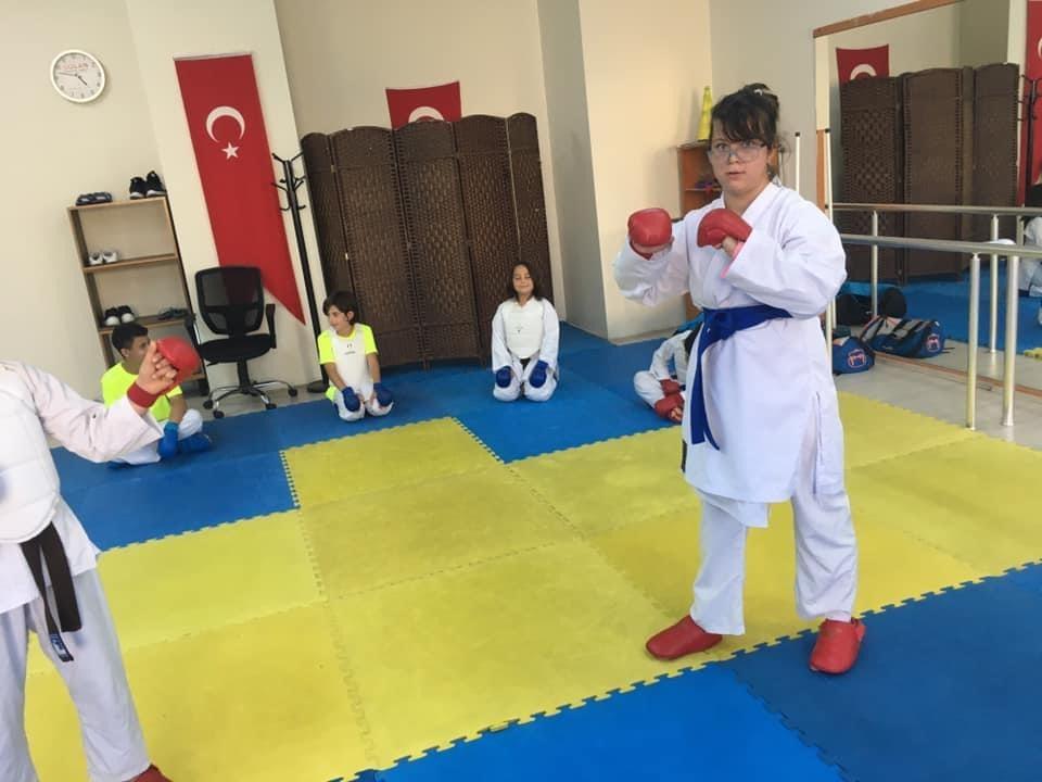 İrem Diri, karate ile engellerini aştı
