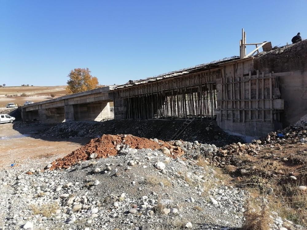 Kahramanmaraş'ta Geçgeç Köprüsü yenileniyor