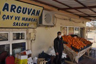 Kapatılan kahvehane ve çay ocağı işletmecilerinden manav hizmeti