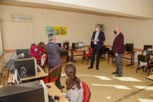 Karacabey Belediyesi'nden Okullara Bilgisayar Desteği