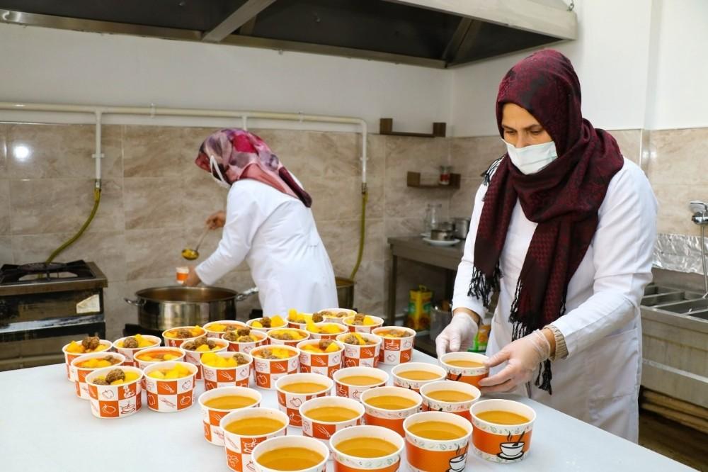 Karantinadaki ihtiyaç sahibi vatandaşlar için yemek desteği başlatıldı