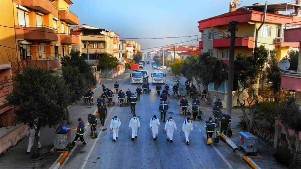 Karesi'nin pandemı savaşçıları sokakları temizledi