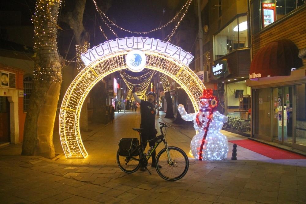 Kartal'da cadde ve meydanlar yeni yıl için süslendi