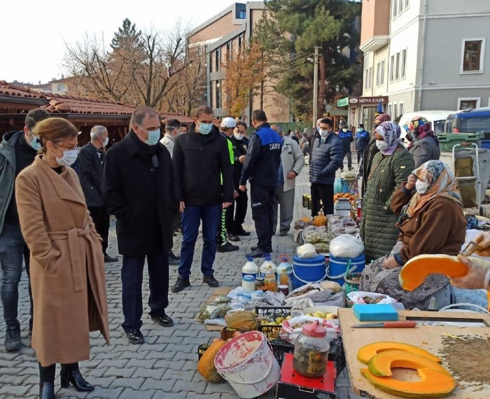 Kaymakam Türköz ve Başkan Köse'den pazar yerinde Covid-19 denetimi