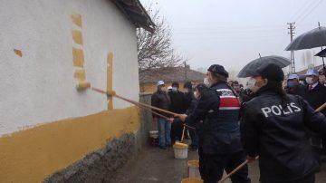 """Kırıkkale'de """"En Güzel Köy Benim Köyüm"""" projesi: Jandarma ve polis ev boyadı"""