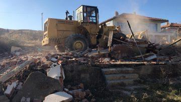 Kırıkkale'de riskli binalar yıkılıyor
