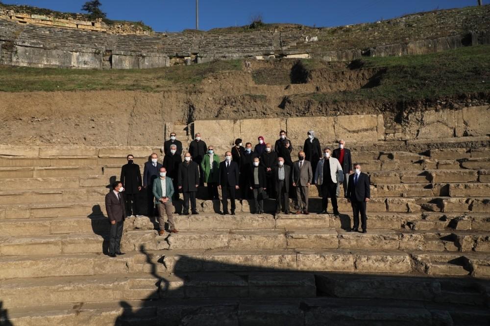 Kırım Türkleri, kazı alanında incelemelerde bulundu