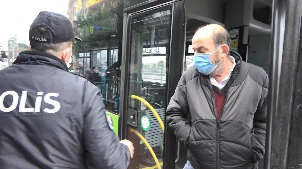 Kısıtlama saatlerinde bindiği halk otobüsten inmeyince polis devreye girdi