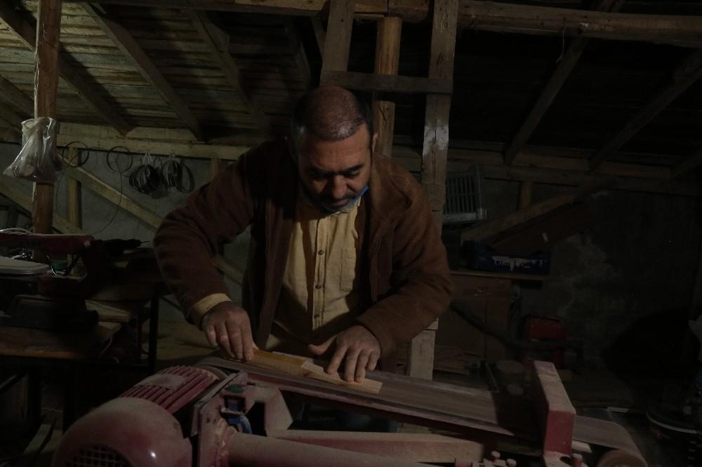 Kısıtlamaları fırsata çevirip evinin çatı katına atölye yaptı