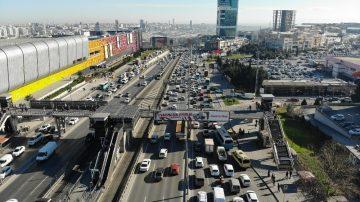 Kısıtlamaya 1 gün kala dikkat çeken trafik yoğunluğu