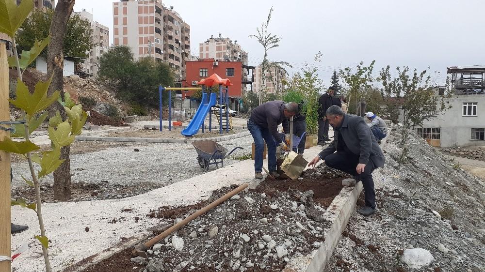 Kozan'da TOKİ konutları yanındaki park genişletiliyor
