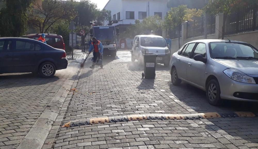 Kuşadası Belediyesi'nden Davutlar'da temizlik seferberliği
