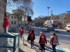 Kütahya Genç Kızılay gönüllüleri sokaklarda