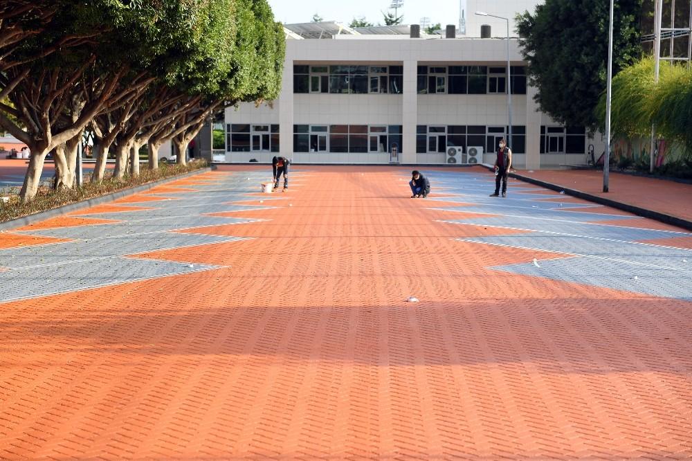 Macit Özcan Spor Kompleksi renkli asfaltla yenilendi