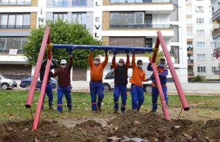 Muratpaşa'nın bakım onarım timi çalışmalarını sürdürüyor