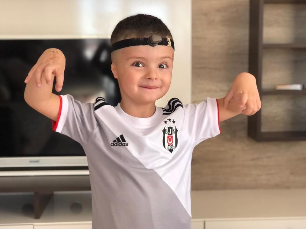 Mustafa Efe kulaklarına kavuşmasının ardından Beşiktaş maçını izlemek istiyor