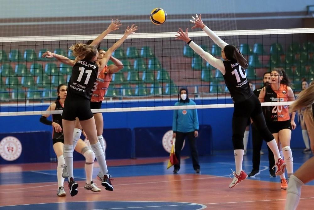 Nevşehir Belediyespor Kadın Voleybol Takımı devreyi galibiyetle kapadı
