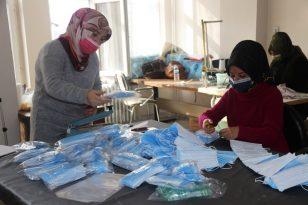 Bitlis'te Gönüllü 15 Öğretici Kadın Günlük 7 Bin Maske Üretiyor