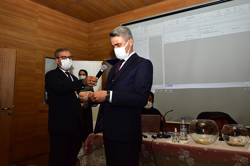 Pütürge'de tamamlanan deprem konutları kura ile hak sahiplerine teslim ediliyor