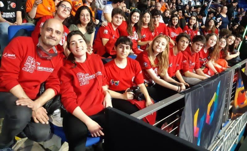 Robotik takımı öğrencilerinden online uluslararası organizasyon