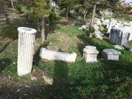 Roma'dan Kalma Sütun Parçası ve Taşlar Taşınmayı Bekliyor