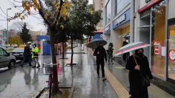 Sakarya güne yağmurla başladı