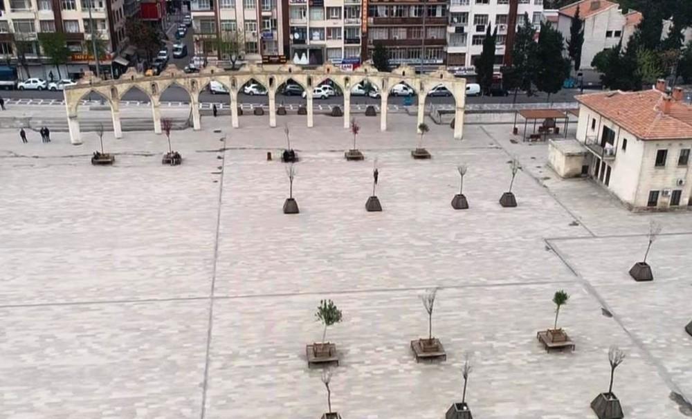 Şanlıurfa'da cadde ve sokaklar boş kaldı