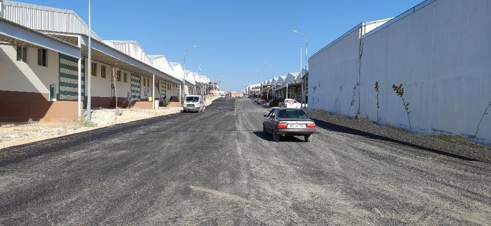 Şanlıurfa'da üretilen asfalt yollarla buluşuyor